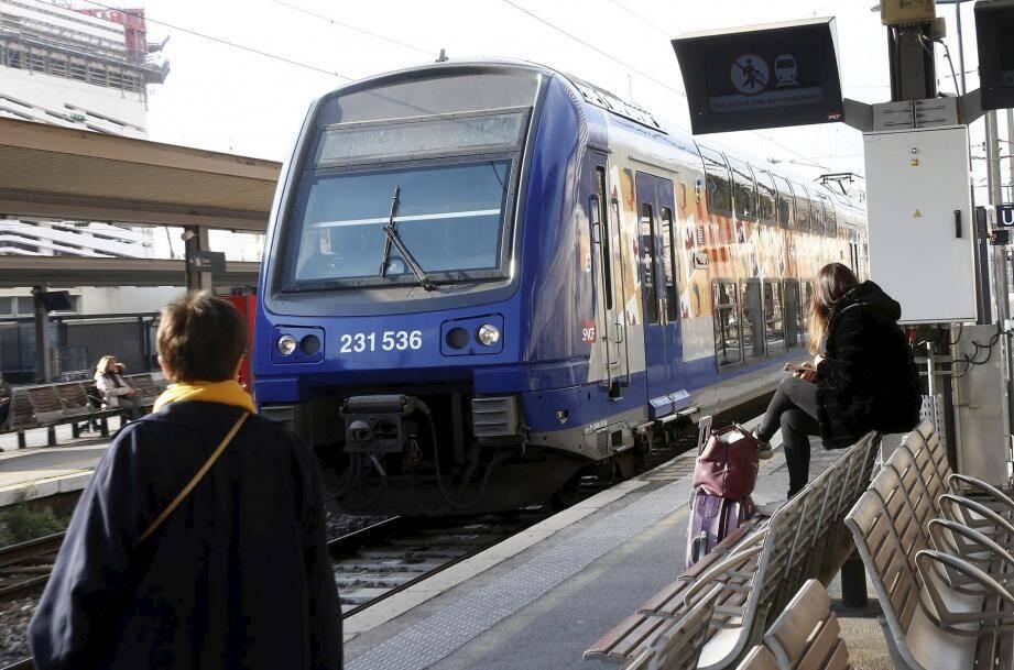Un TER en gare de Toulon.