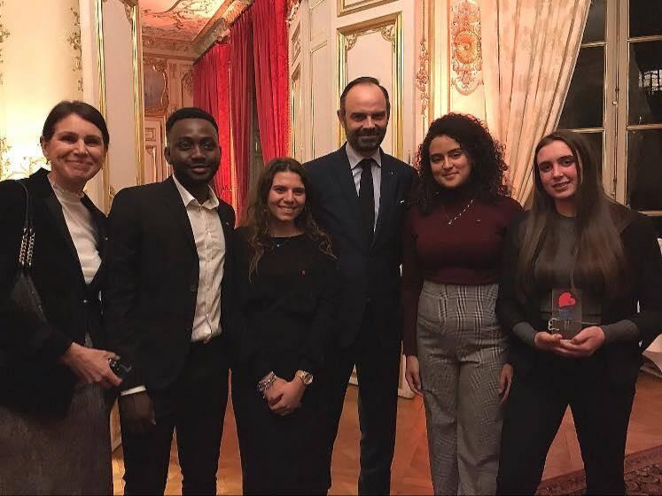 Les élèves du lycée Curie, Syrine, Leïa, Yasmine et Adama ont été reçus à Matignon par Edouard Philippe et récompensés pour le projet de jardin de la paix