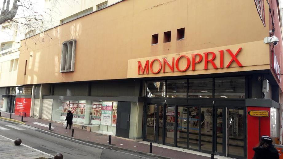 Le Monoprix situé dans le centre-ville de Grasse va baisser le rideau.