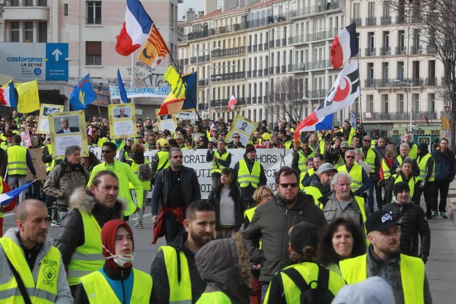 Les manifestants à Toulon pour l'acte 13.
