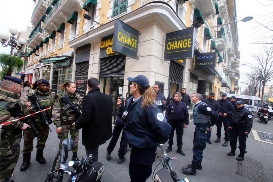 Avenue Jean-Médecin, 3 février 2015. La ville n'est plus que concert de sirènes. à 14 h 03, Moussa Coulibaly a attaqué avec deux longs couteaux les militaires devant un centre communutaire juif.