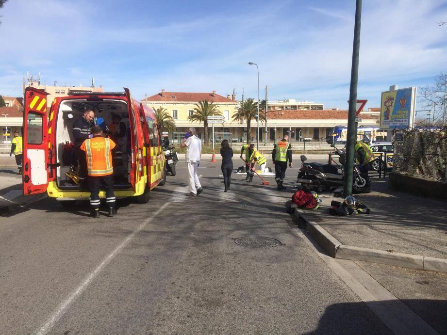 La voiture recherchée aurait l'aile gauche endommagée et serait conduite par une femme d'un certain âge.