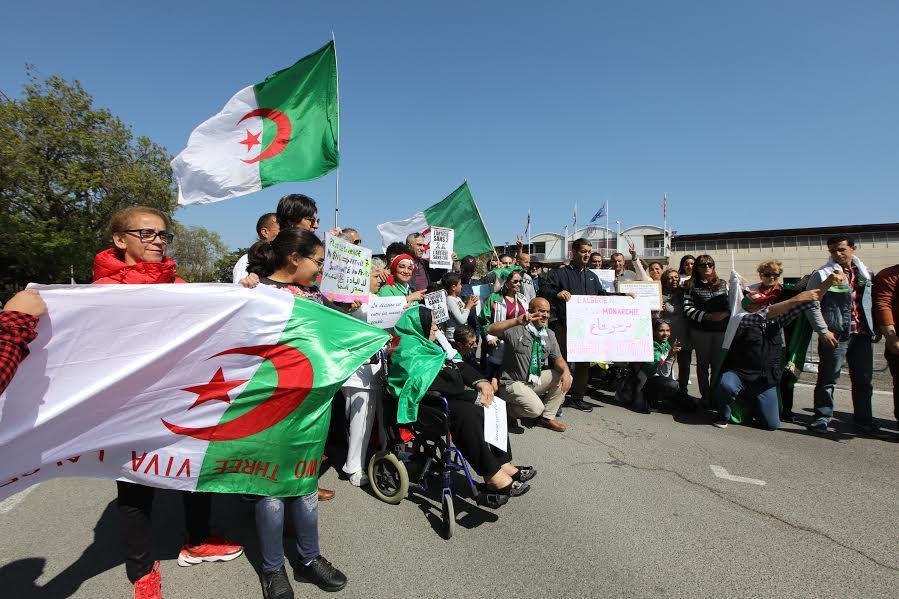 A Cannes, manifestation de soutien au peuple Algérien.