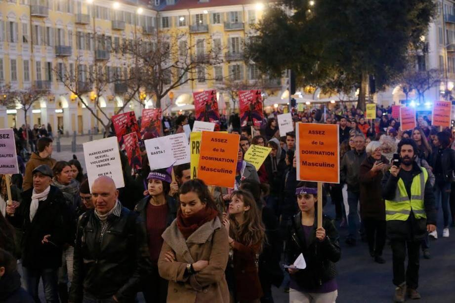 Environ 150 personnes ont marché pour les droits des femmes vendredi soir à Nice.