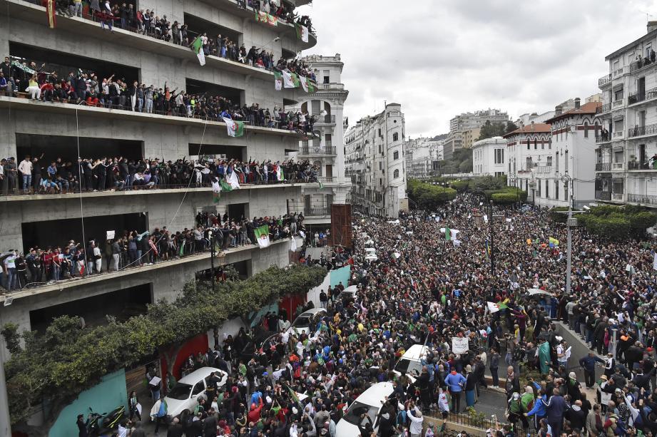 Les rues de la capitale Alger, envahies par les manifestants mobilisés contre un 5e mandat du président Bouteflika.