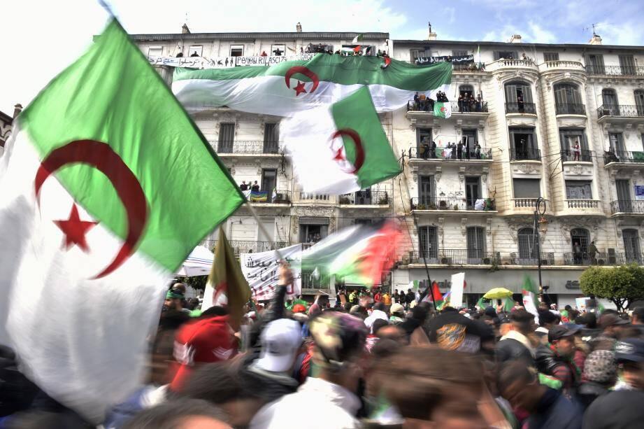 Les manifestations ne cessent pas dans toute l'Algérie pour demander le départ du système Bouteflika.