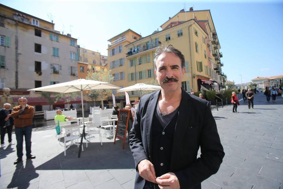 Le comédien français Jean Dujardin, invité surprise de la visite du Ministre de la Culture, Franck Riester à Nice Place St François