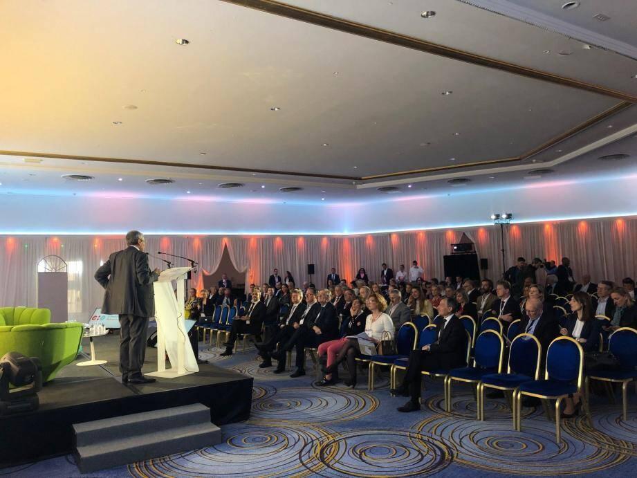 Charles Nahmanovici a pris la parole pour lancer le cinquième congrès e-healthworld Monaco avec de céder sa place à Didier Gamerdinger pour qui « la santé numérique est un sujet d'intérêt majeur ».