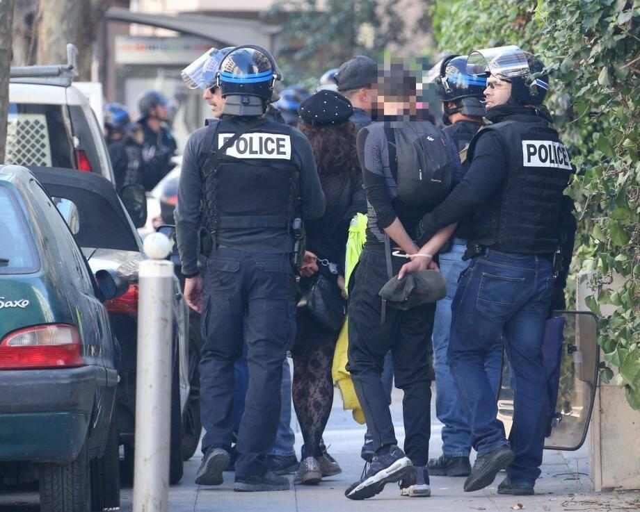 Interpellation samedi, à l'angle des boulevards Grosso et Tzarévitch. Les confrontations ont été tendues dans le secteur.