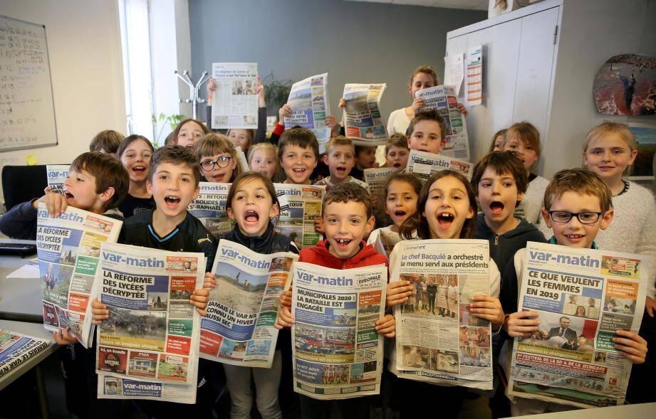 Dans le cadre de la semaine de la presse, les 27 élèves de CE1 ont assailli de question les journalistes présents.