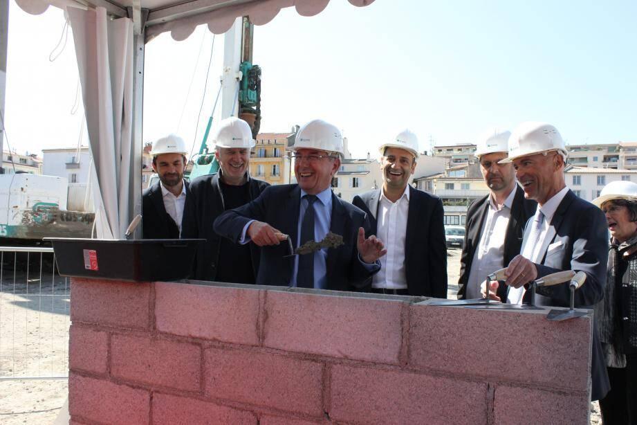 Les premières briques symboliques du chantier ont été posés hier.