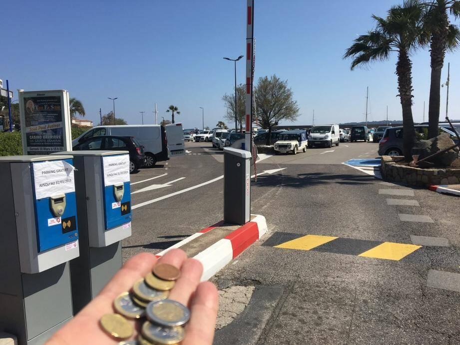 La gratuité du stationnement en centre-ville cessera le 1er avril, il va falloir remettre la main à la poche jusqu'à fin octobre.