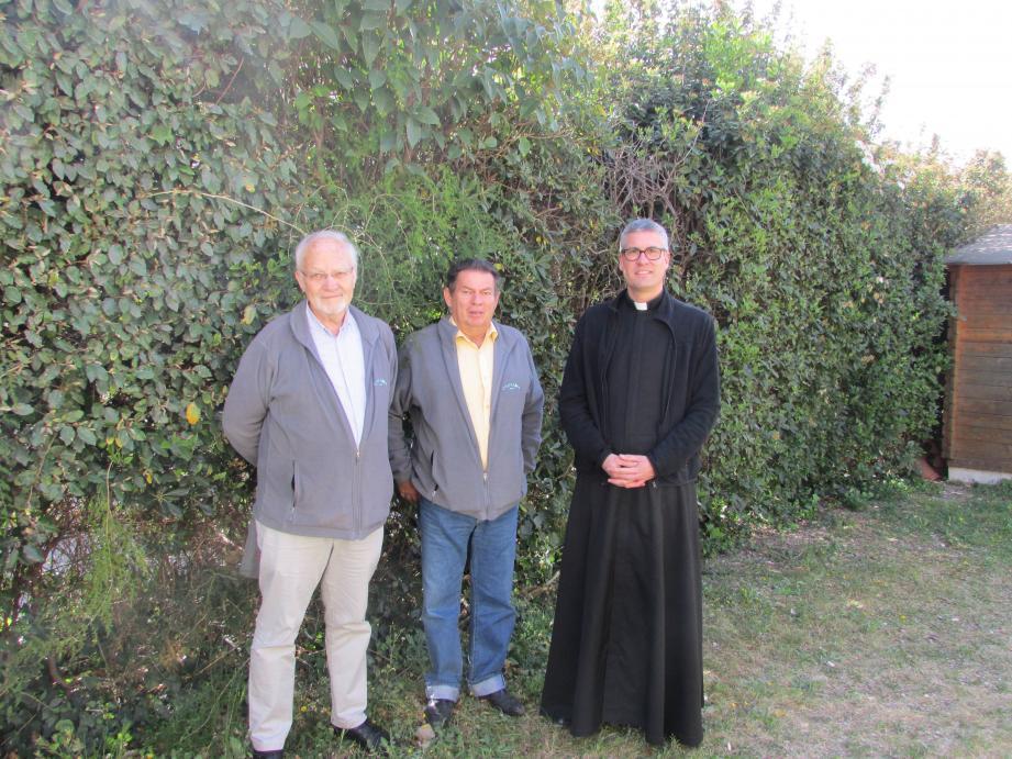 Jean-Paul Boizard, Christian Allys et le Père Antoine accueilleront Les Chœurs de Crimée à l'église Notre-Dame de la Visitation.