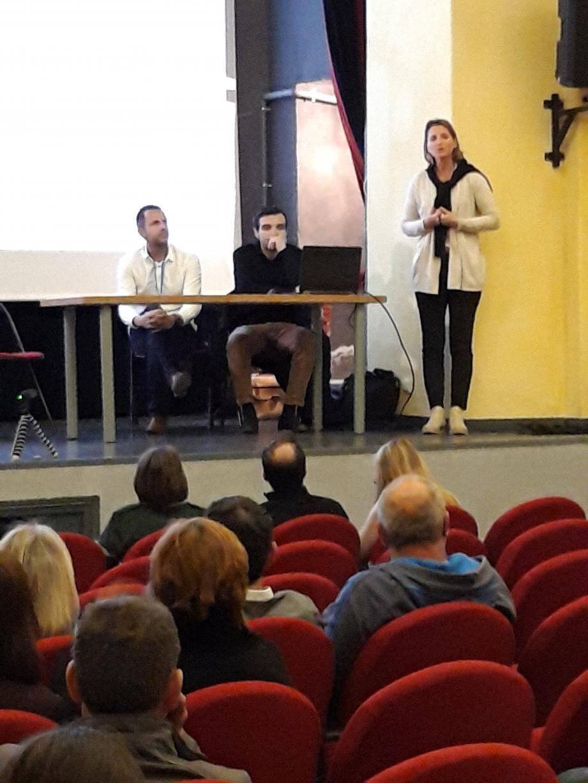La réunion publique s'est déroulée en présence de la maire, Marie-Christine Thouret.