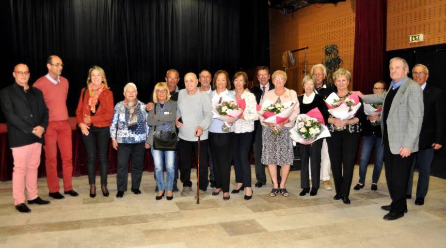 Photo de famille et parfois en famille pour les « vieux mariés » qui célèbraient 50, 55 ou 60 années d'union, entourés des élus.