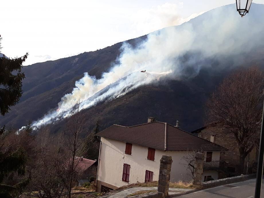 Un important incendie s'est déclaré vers 15h45 à Valdeblore.