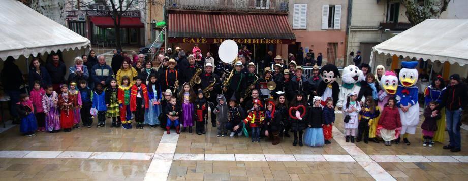 Le comité des fêtes prépare son carnaval sur le thème des pirates.