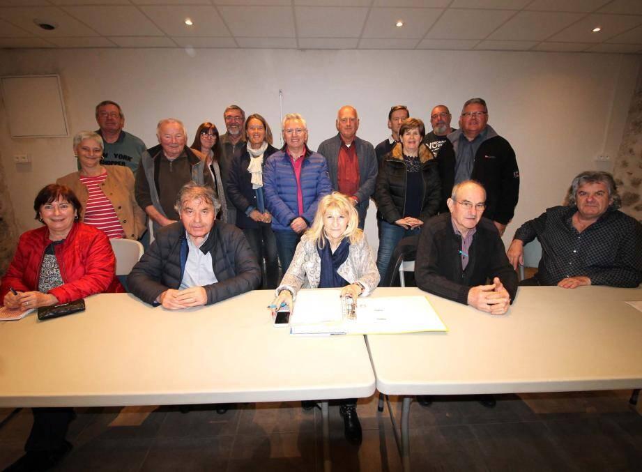Carole Duval (au centre) sait pouvoir compter sur le soutien inconditionnel des élus et de très nombreux bénévoles.
