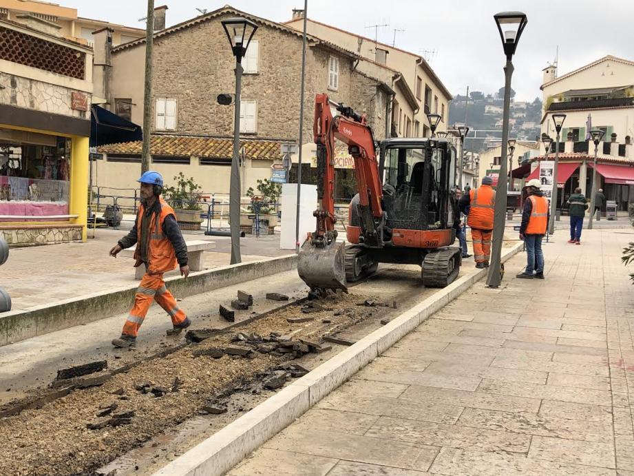 La première phase des travaux de réaménagement de l'avenue Georges-Clemenceau se poursuit.