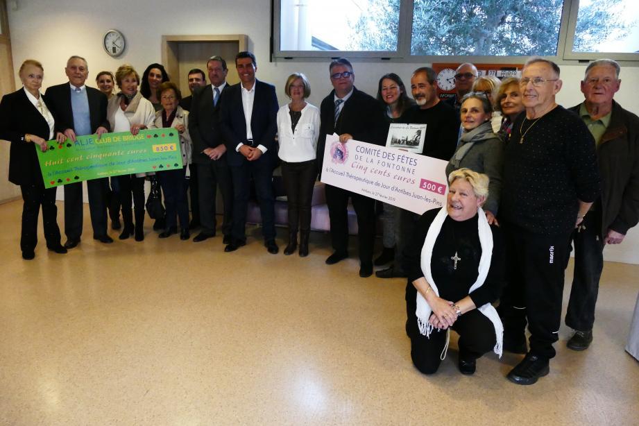 Remise de dons par la JLJE, le comité des fêtes de la Fontonne et Mémoire de La Fontonne au centre d'accueil thérapeuthique de jour Alzheimer.