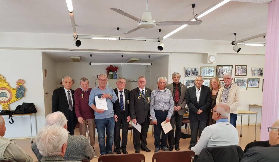 A l'issue de la réunion, des médailles et diplômes ont été remis à des adhérents. Photo J. I.)