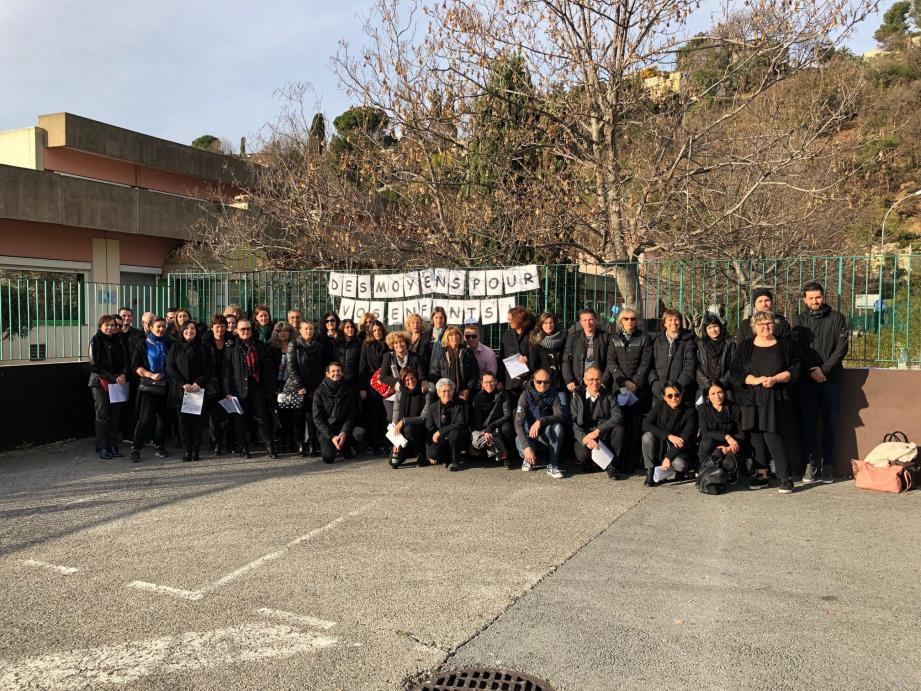 Une quarantaine de professeurs du lycée professionnel de Cagnes ont fait la grève de la matinée portes ouvertes hier.