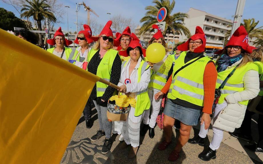 Les femmes étaient en tête du cortège (dont Lili en Marianne), hier après-midi, mais les hommes étaient là aussi pour soutenir ce mouvement.