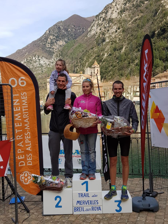 Le podium du 15 km : Elvin Laugier absent, remplacé par Audrey Bacile, membre du même club, Yves Reynaud et Romain Holuigue.
