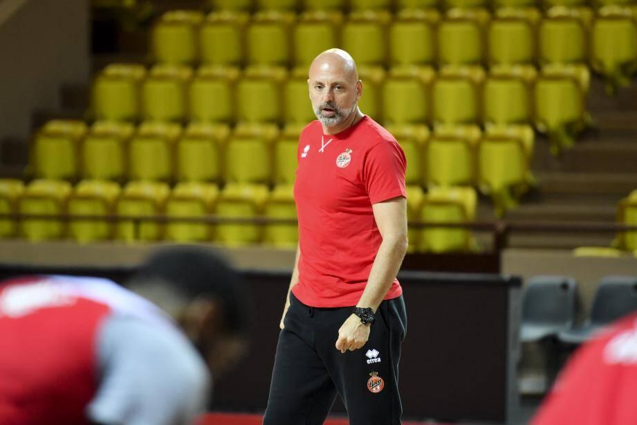Sasa Obradovic sera bien sur le banc de la Roca Team ce soir... mais pas encore officiellement qualifié entraîneur par les instances.(Ph. Manu Vitali/Dir Comm)
