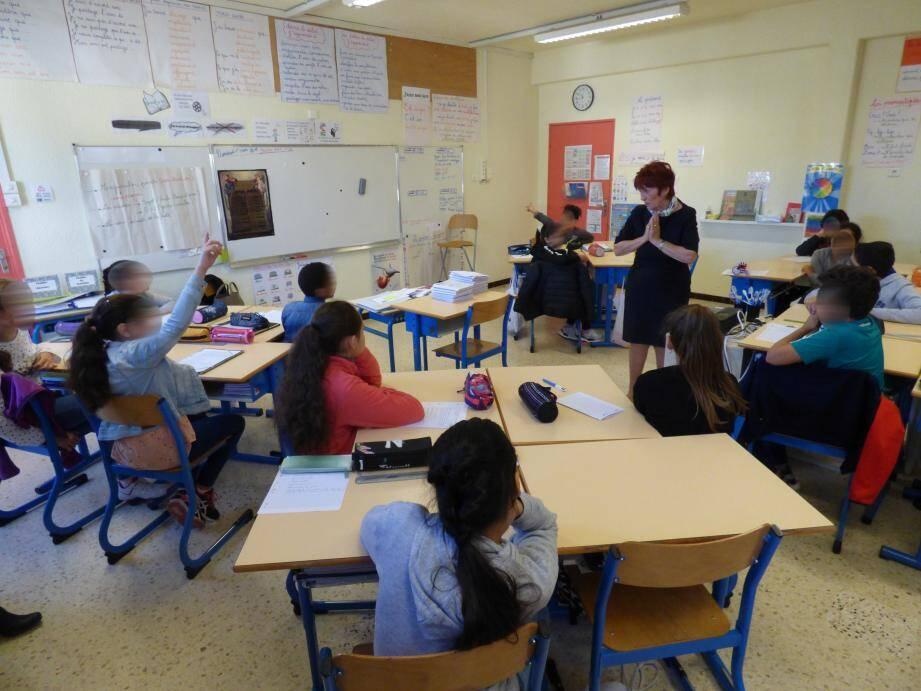 Un à un, les enfants ont raconté leur quotidien à la députée médusée .(photo P.-H.C.)
