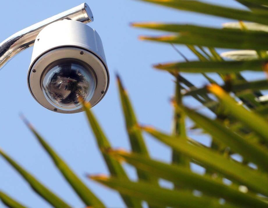 Les policiers condamnés, recasés à la vidéosurveillance : le procédé étonne.