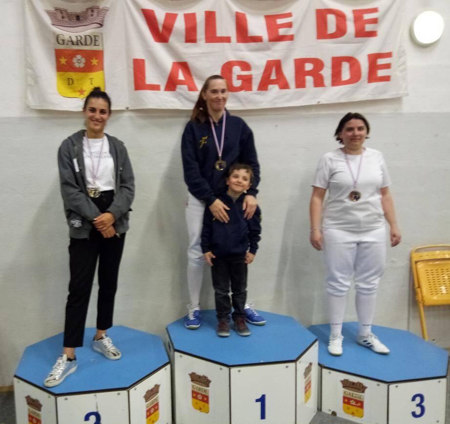 Magali Niel de l'AJS Escrime de la Garde s'illustre et se qualifie pour le championnat de France en individuel.