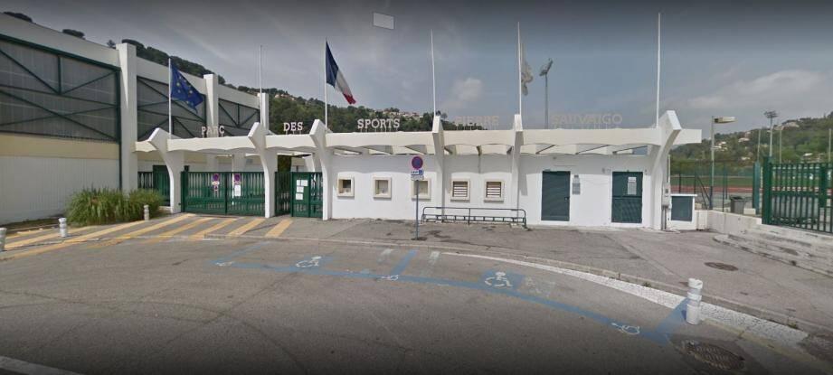 Ce samedi, l'AS Cagnes Le Cros recevait Cap-d'Ail, au stade Sauvaigo. À la fin de ce match des U17 Excellence, une bagarre a éclaté. « Si je n'étais pas intervenu, mon fils serait mort. Il s'est fait lyncher », témoigne le papa d'un joueur de Cap-d'Ail.(Capture d'écran Google Maps)