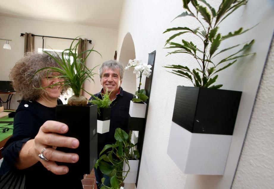 Mylène et Jacques Reussard, les inventeurs du Capill'o cube...