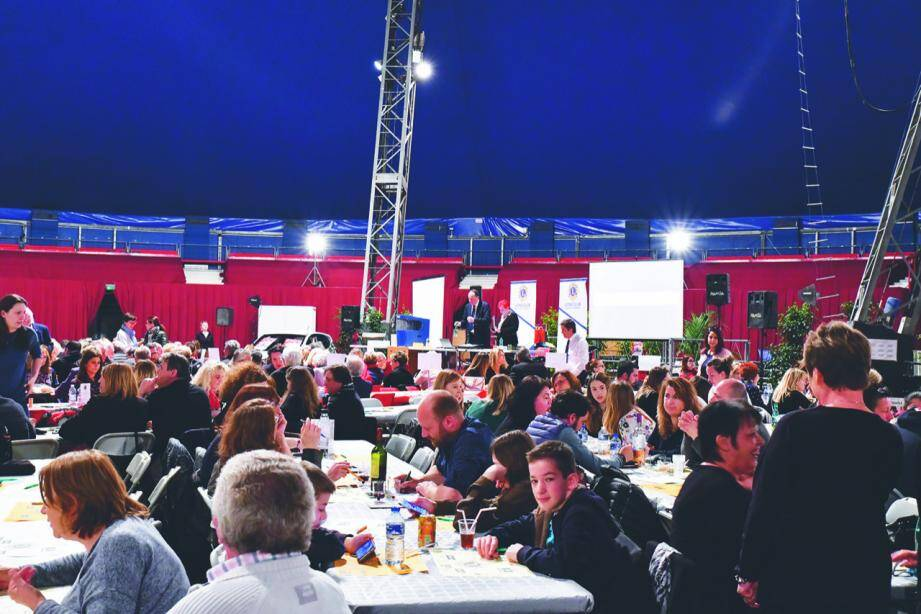 L'an dernier, la soirée avait réuni 600 personnes sous le chapiteau.(DR)