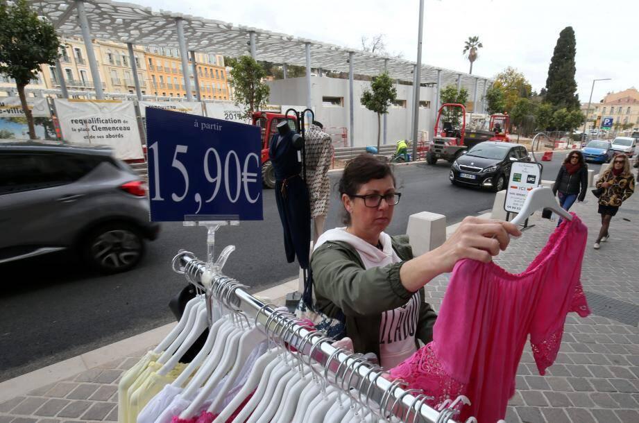 Les aménagements, comme ici sur la place Clemenceau, ont eu des répercussions sur l'activité économique des commerces de proximité. la Ville entend proposer des solutions d'indemnisation.