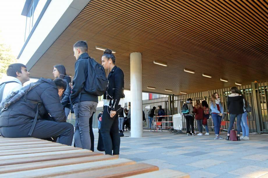 Les élèves de Renoir se sont mobilisés, comme ici en décembre 2018 lors du blocage du lycée. Désormais, c'est au tour des professeurs de protester contre la réforme.