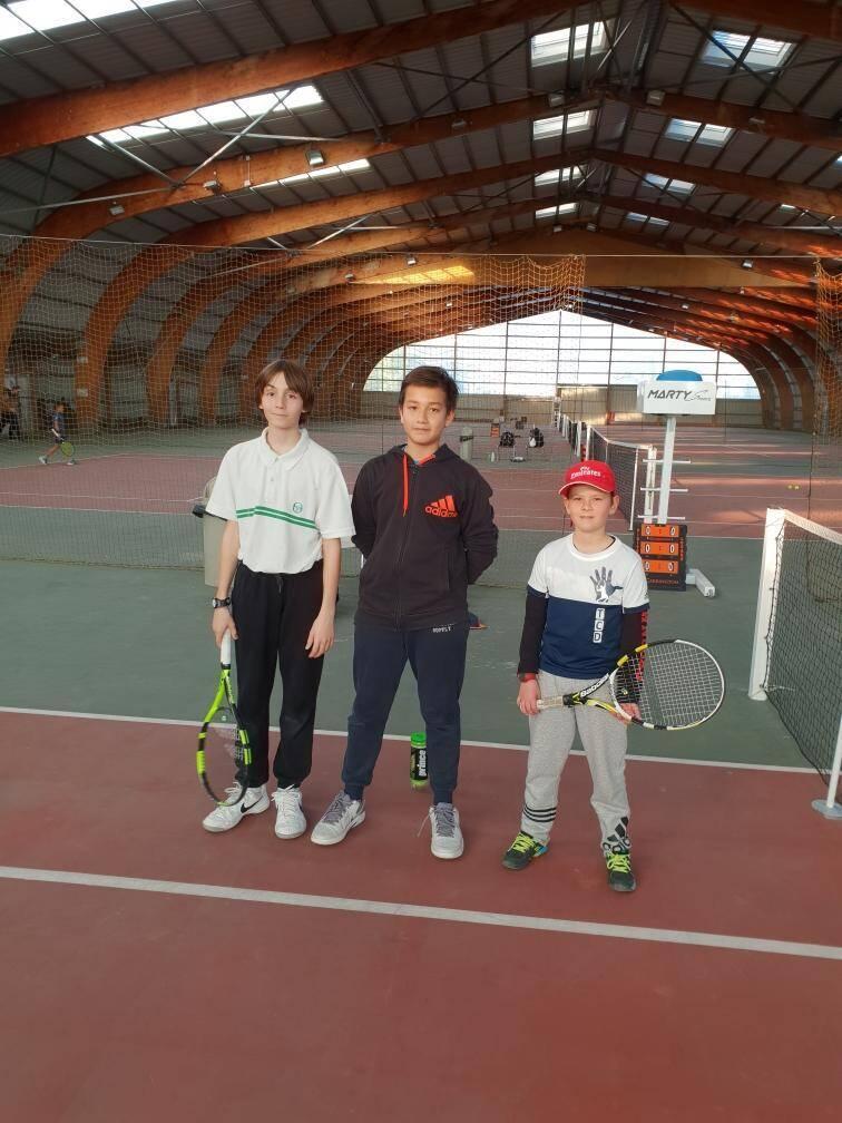 Les U14 du TCD avec de gauche à droite Gabrio Gola, Sovann Legrand et Enzo Richard.