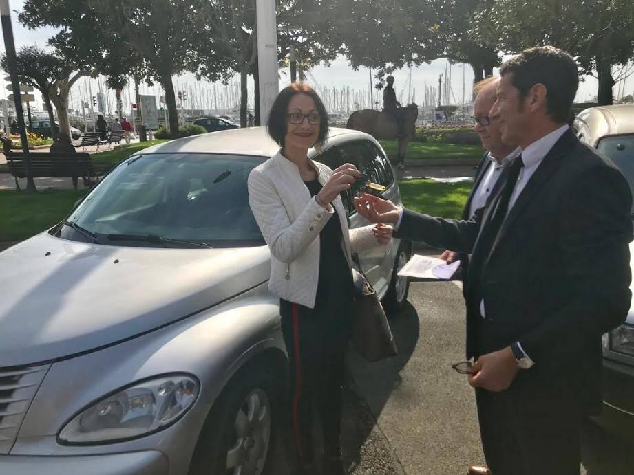 Célia est l'une des deux premières bénéficiaires du dispositif mis en place par la ville, en collaboration avec l'association des auto du cœur. De quoi se tourner vers l'avenir sans regarder dans le rétro!