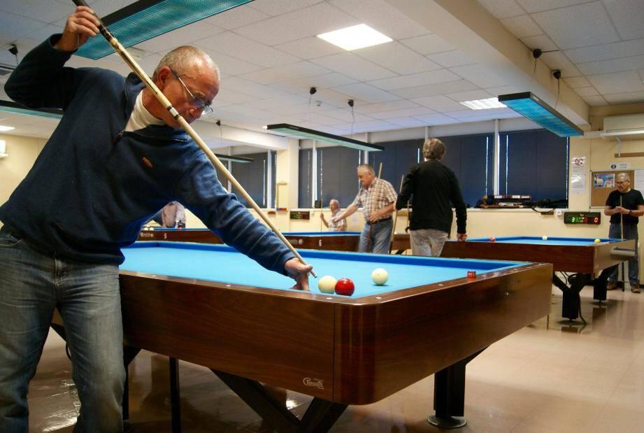 Des joueurs confirmés mais aussi des élèves viennent s'entraîner régulièrement au Billard club de Mandelieu.