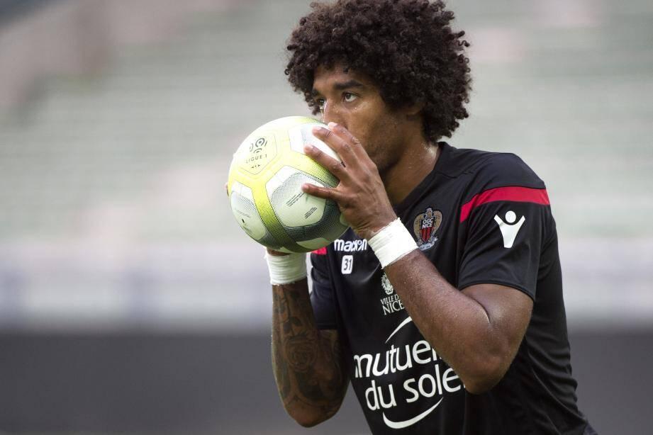 Le capitaine brésilien de l'OGC Nice, qui connaît parfaitement son corps, a su lever un peu le pied pour retrouver une forme optimale.