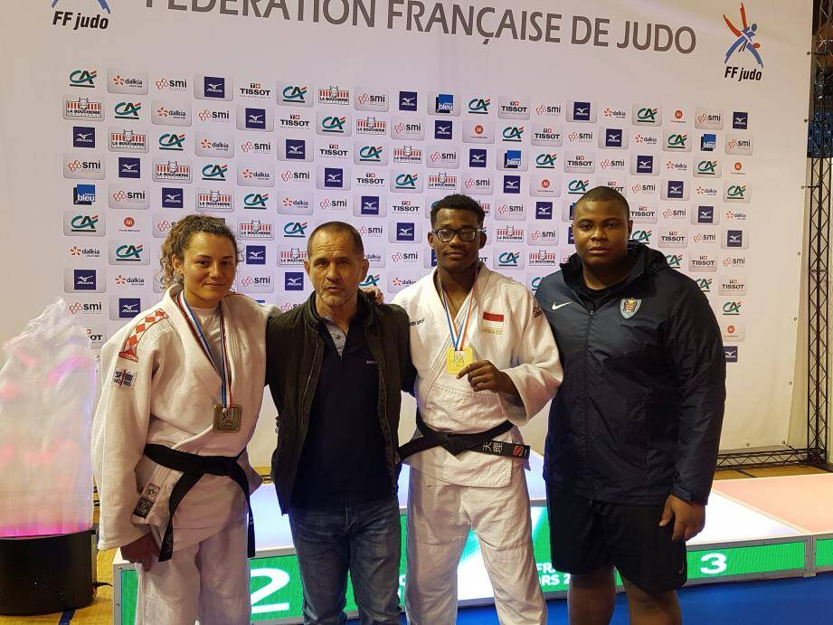 Les judokas monégasques autour de Marcel Pietri.