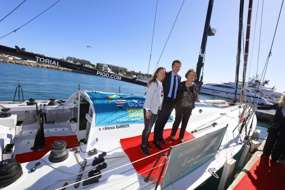 Hier, tapis rouge sur le pont de 4myplanet pour symboliser le partenariat entre la navigatrice et la Ville de Cannes, en présence de Nicole Rayé, présidente de Parcours de femmes.