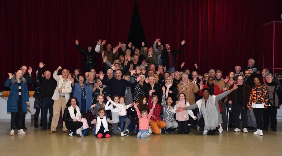 Une belle photo de famille pour remercier tous les bénévoles qui ont œuvré à la réussite de la manifestation. (DR)