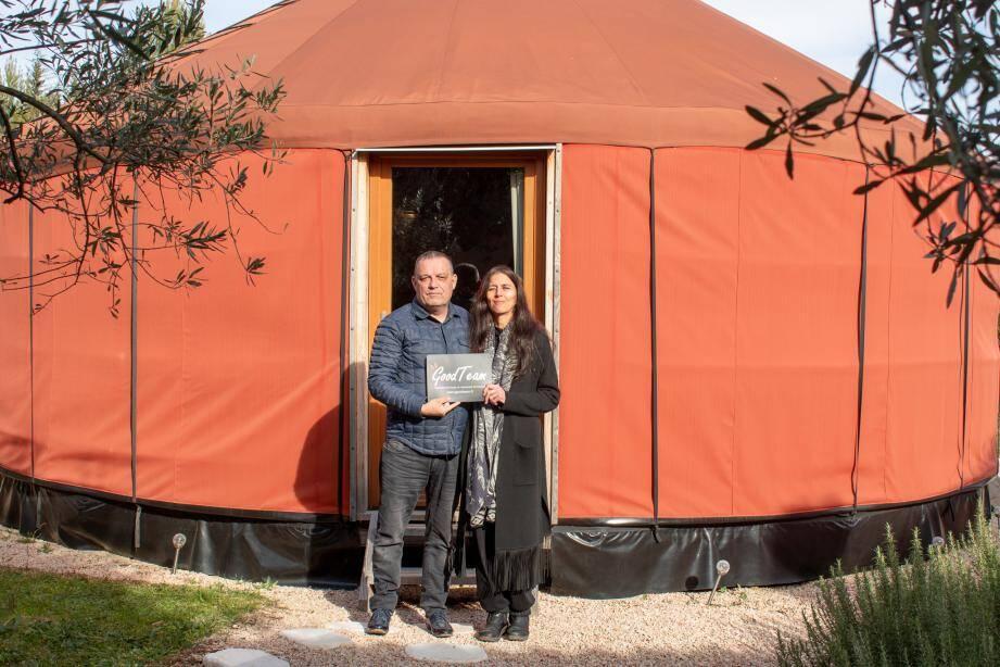 Joël et Corine Amand-Jules ont choisi une yourte pour leurs ateliers destinés aux entreprises et leurs salariés comme un cocon bienfaisant.(DR)