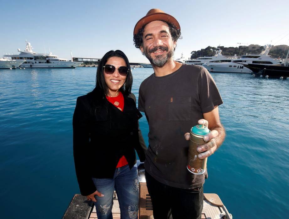 Réputé pour ses portaits géants d'artistes et icônes de la paix (ici Dali et Mandela), Kobra doit terminer sa fresque sur l'environnement ce samedi, devant le Yacht-club de Monaco.
