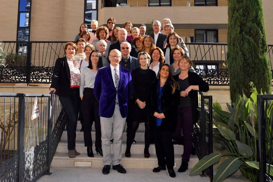 Autour du professeur Nadir Saoudi, les membres du Monaco Collectif Humanitaire.