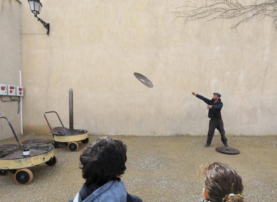 Le championnat du monde de lancer de scourtin se jouera dimanche, dans le cadre de la fête de l'olive de Varages.