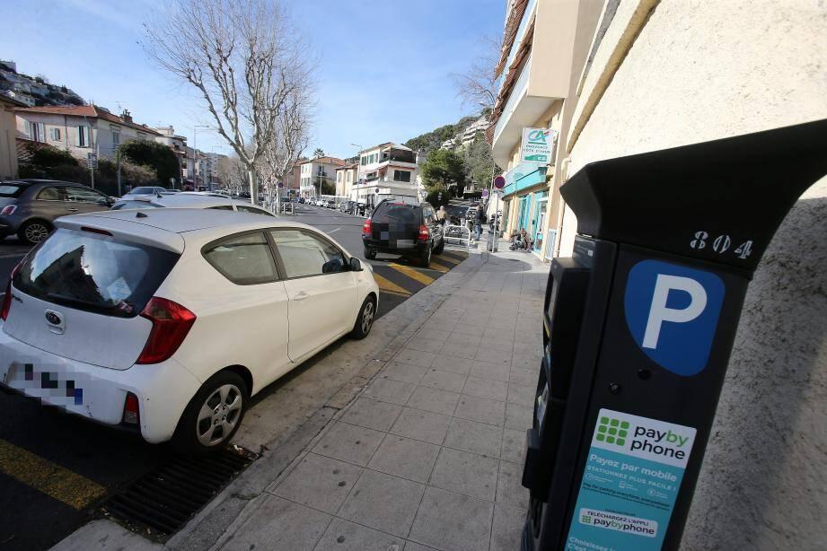 L'application du stationnement payant débute ce lundi matin sur le boulevard de la Madeleine, mais avec une période de sensibilisation sans verbalisation.