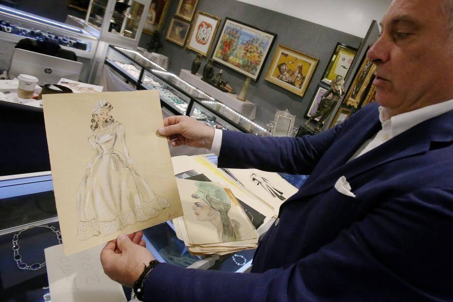 Parmi les pièces ayant appartenu à Mireille Gremillon-Challet, une série d'esquisses de mode, qu'elle avait elle-même dessinées, ont été retrouvées.